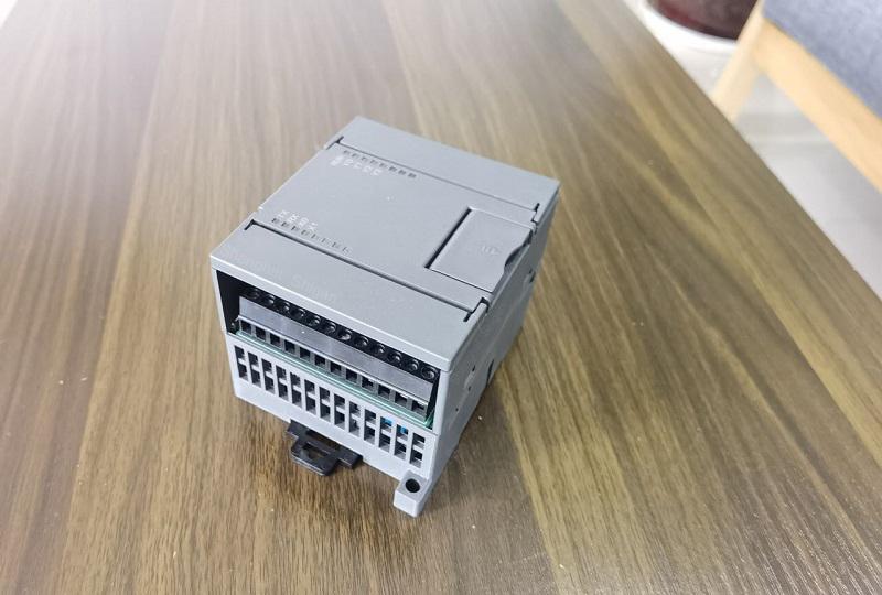 控制器 1.jpg